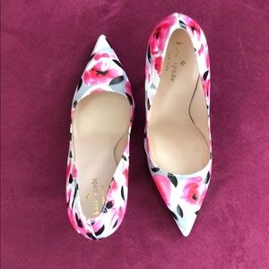 ✨ kate spade licorice rose floral pumps
